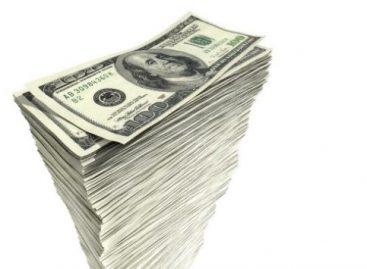 Les depositaron 120 mil dólares en su cuenta por error y se lo gastaron: están presos