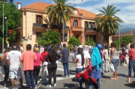 Temporal. Vecinos de asentamiento reclamaron viviendas