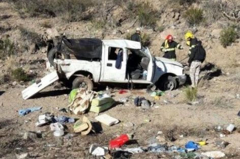 Volcó una camioneta oficial en ruta 150 y hay un muerto