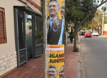 Afiches vuelven a enfrentar a Cambiemos con el PJ