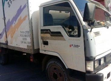 Joven motociclista pierde la vida al chocar con camión