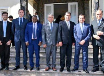 Embajador de Qatar, con funcionarios y empresarios riojanos