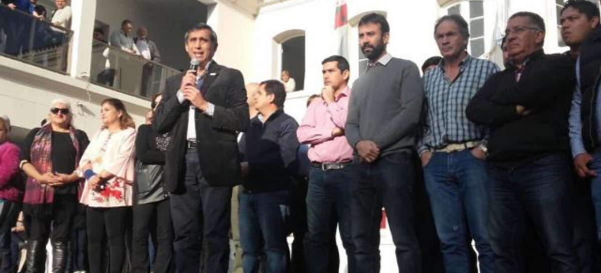 Paredes convocó a una marcha a Plaza 25 de Mayo
