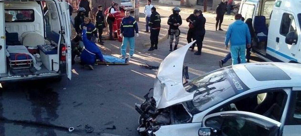 Brutal choque entre ambulancia y remis dejó heridos