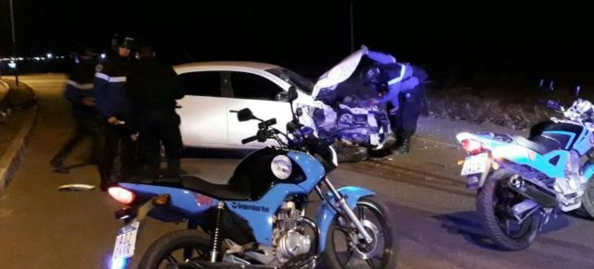 Incrustó su auto contra un poste en plena Circunvalación