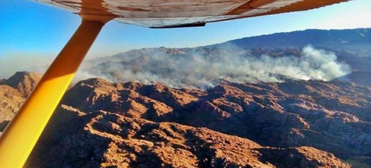 Avanza el incendio en cerros del departamento Castro Barros