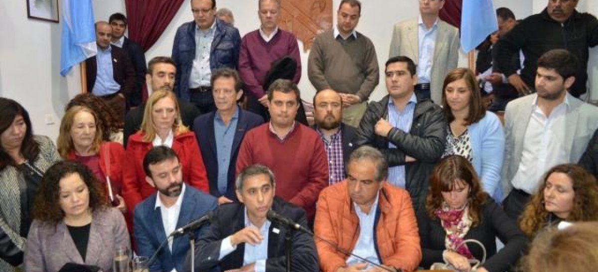 La oposición al PJ tuvo su foto en el Concejo Deliberante