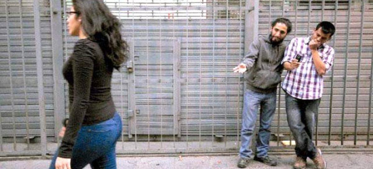 Buscan sancionar al acoso callejero con multas
