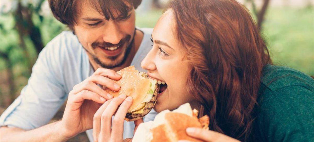 Las parejas engordan más que las personas solteras
