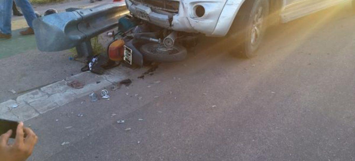 Fuerte colisión entre 4×4 y moto: dos personas internadas