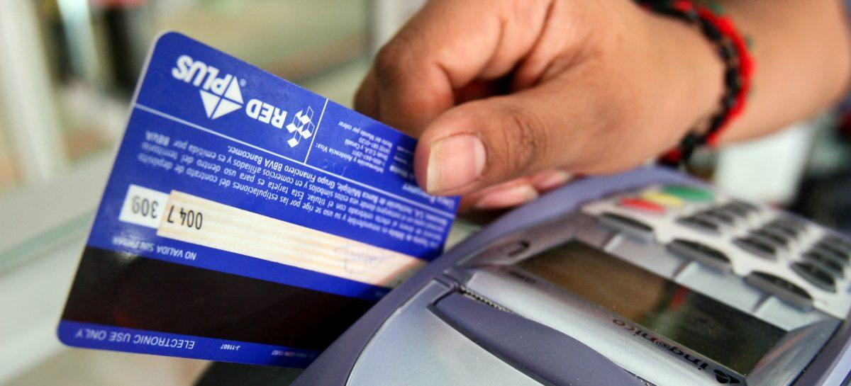 Los bancos suben la presión sobre los usuarios de tarjeta