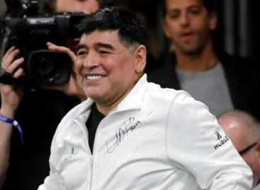 Maradona cargó duro contra el DT de Argentina