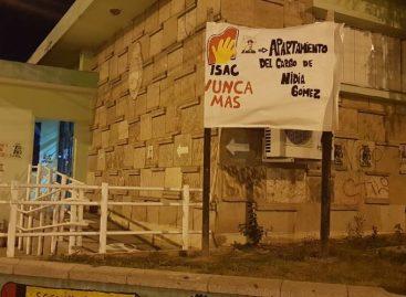 """Alumnos exigen renuncia de la rectora que pidió """"que vuelvan los milicos"""""""