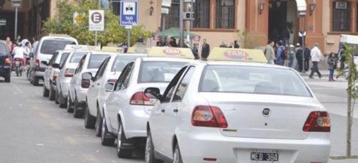 Al igual que en Chilecito, taxis de Capital piden suba de tarifa del 30%