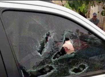 En un ataque de furia, destruyó la camioneta de su ex