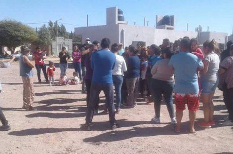 Villa Castelli. El gobierno acusó a la oposición de fogonear usurpaciones