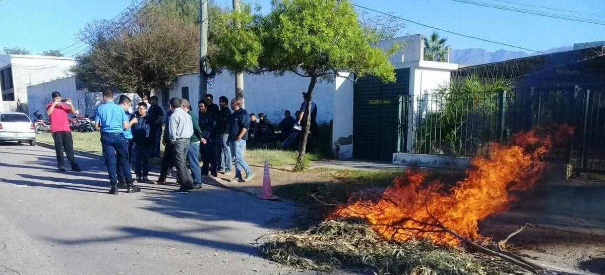 Polinoa no dará marcha atrás con los 27 despidos