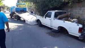 Capital. Avanza el operativo del municipio para remover autos abandonados en la vía pública