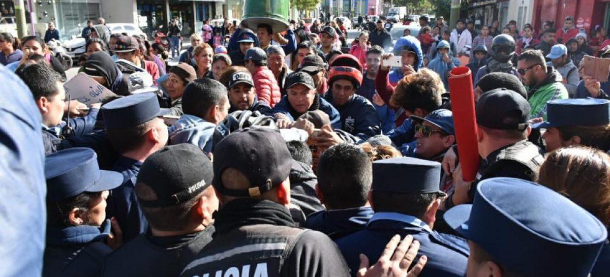 Continúan detenidos los vecinos del asentamiento 1º de Diciembre