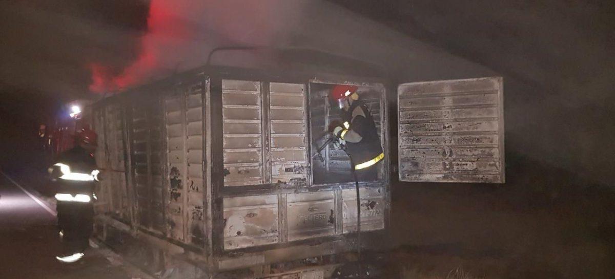 Se incendió camión de encomiendas que venía de Córdoba a La Rioja