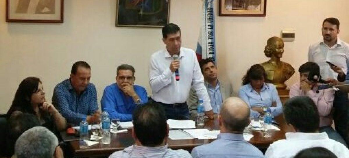 Casas y Beder reclamaron la unidad del PJ  con dardos a Macri, Cambiemos y Martínez