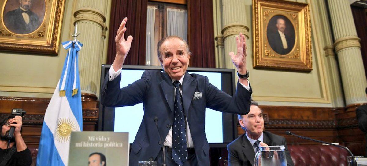 Carlos Menem presentó su autobiografía en el Senado