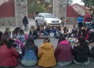 El Profesorado Pedro Ignacio de Castro Barros dicta clases en la calle