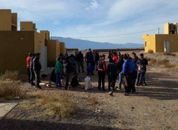 Docenas de familias nuevamente usurparon viviendas sociales