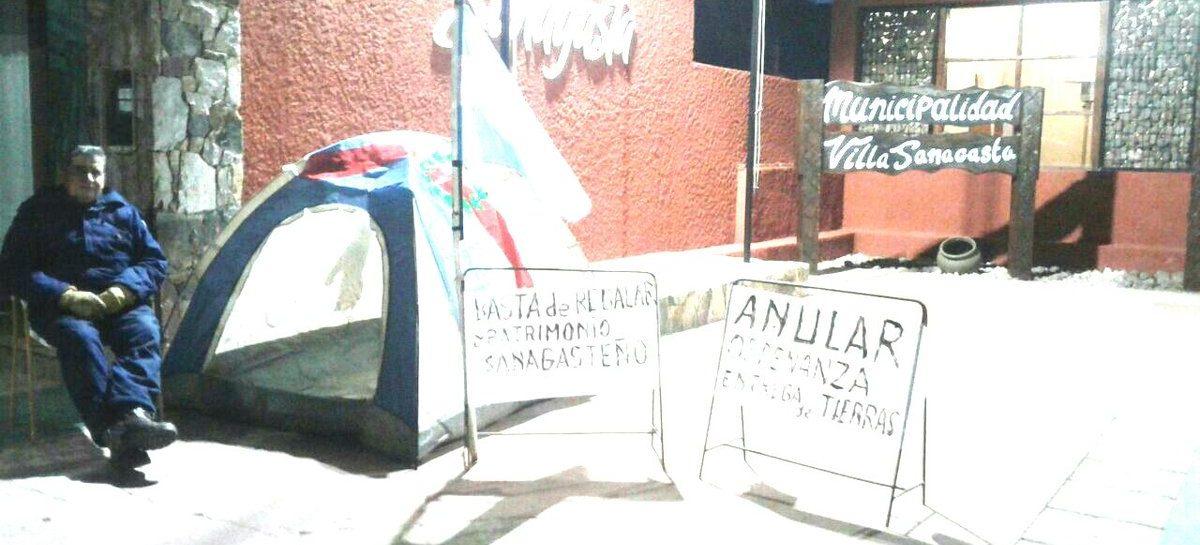 Sanagasta. Instaló una carpa en el municipio contra la donación de tierras