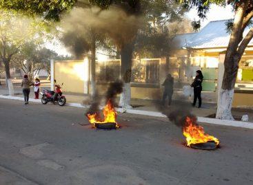 Padres toman escuela en Catuna por falta de agua y calefacción