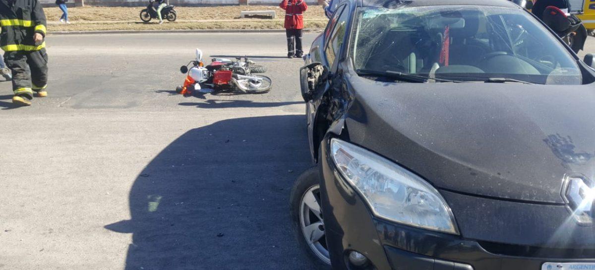 Una imprudencia vial dejó a un cadete peleando por su vida