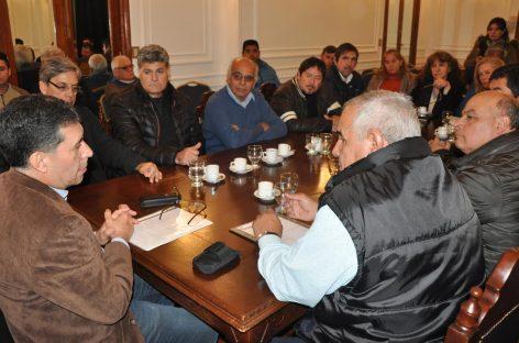 Ante la CGT, Casas ratificó que no habrá despidos de estatales