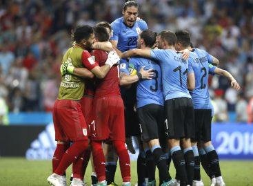 Cavani metió a Uruguay en cuartos de final