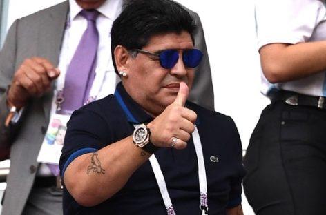 Maradona dice que dirige gratis a la Selección