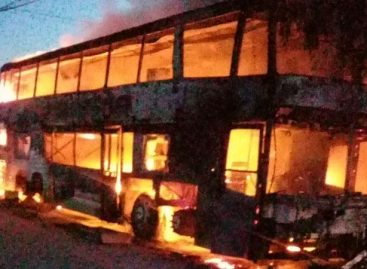 Se incendió un colectivo de larga distancia en Aimogasta