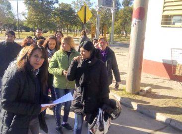 Separan del cargo a docente acusada de golpear e insultar alumnos