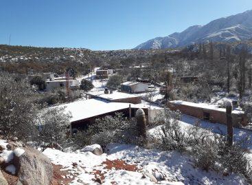 Regresó el frío y volvió la nieve en el interior riojano