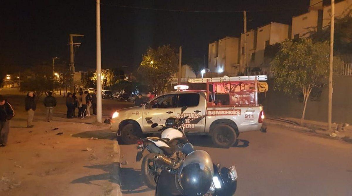 Motociclista de 32 años muere tras impactar con un poste