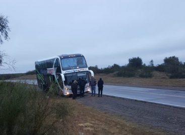 Se rompió el colectivo de Flecha Bus y estuvieron 9 horas varados