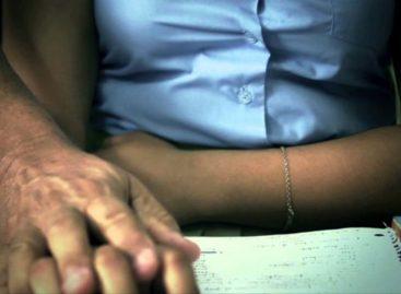 Un profesor fue denunciado por acosar a una alumna