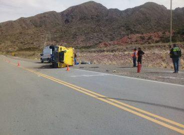 Volcó camión de caudales en ruta 40: hay heridos
