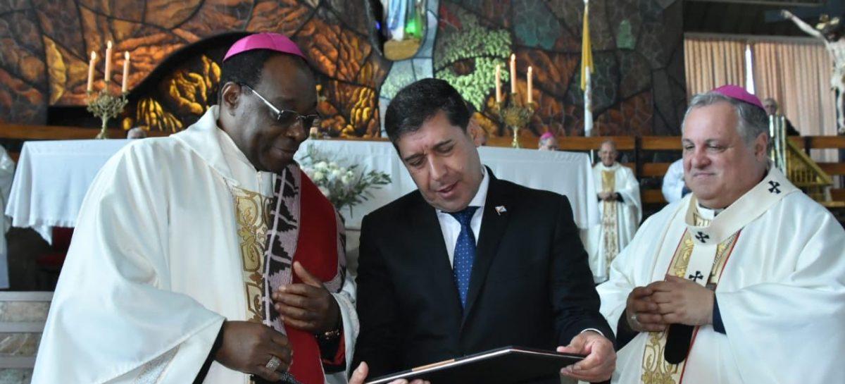 Mendoza. Colombo asumió como Arzobispo y Casas dijo presente