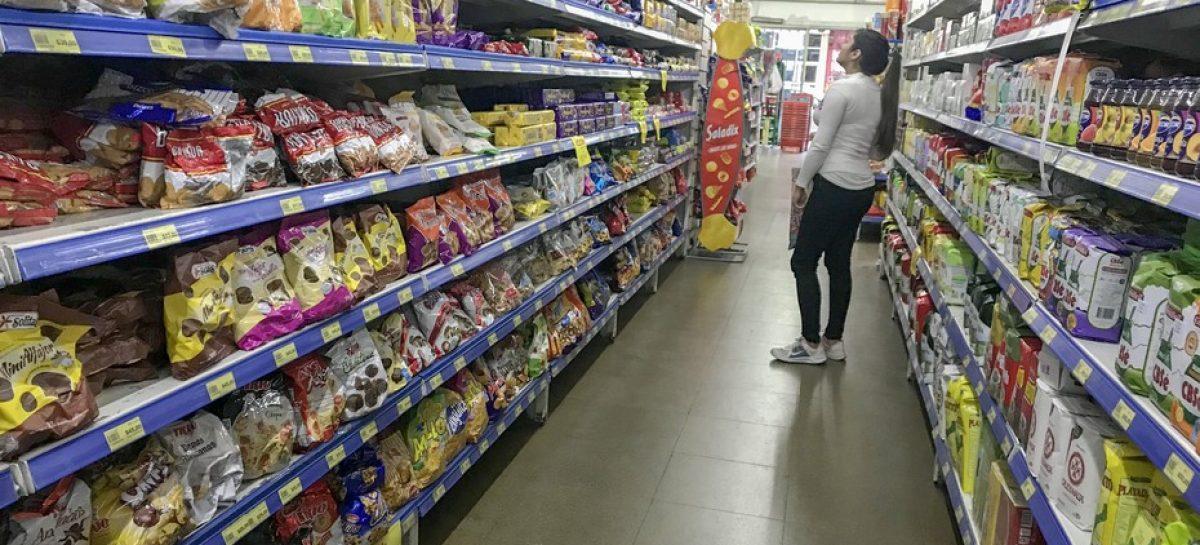 El año termina con fuerte remarcación de precios en supermercados: hasta 15%