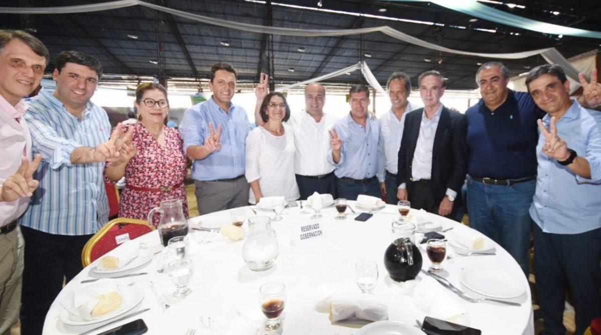 Tucumán. Casas dijo presente en el acto de la 'unidad' del PJ