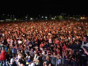 Multitud en los festejos oficiales por el Día de la Madre