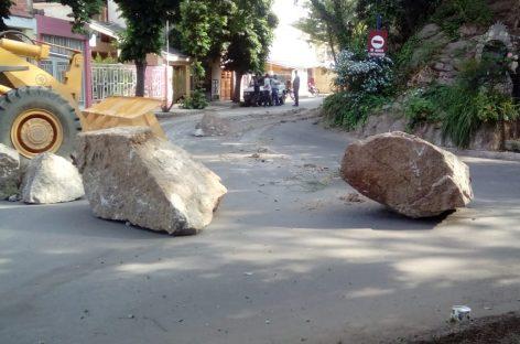 Desprendimiento de piedras no causaron una tragedia de milagro