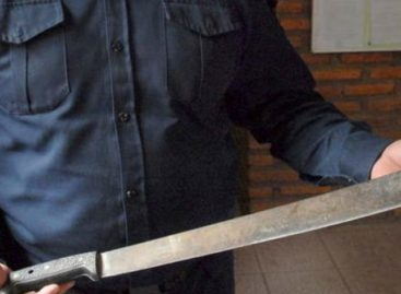 Quiso robar un camión y le cortaron dos dedos con un machete