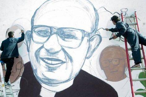 Esperan 100 mil personas en la beatificación de Angelleli