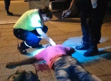 A palazos, ladrones dejaron inconsciente a joven en un violento robo