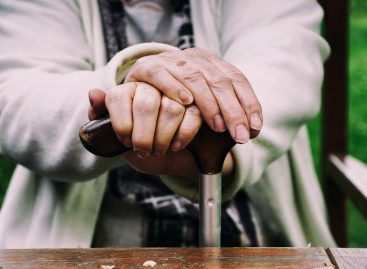 Sin bono, jubilados reciben aumento de casi 8% en diciembre